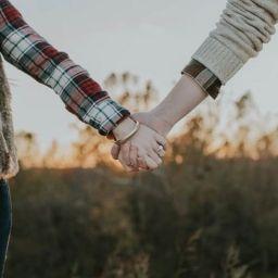 4-انگشتر-برای-نشان-دادن-روابط